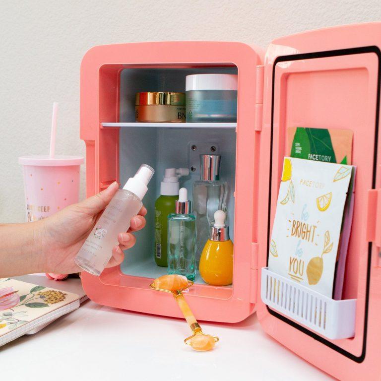 Ranger ses produits de beauté au réfrigérateur, bonne ou mauvaise idée ?