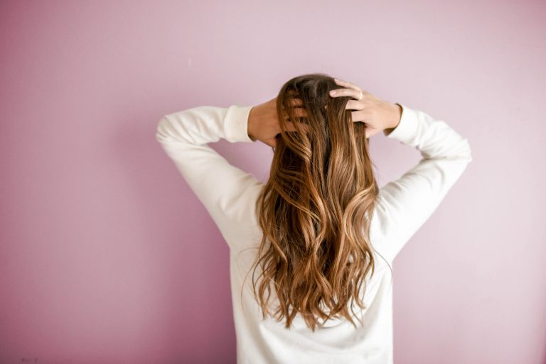 Le shampooing sec est-il mauvais pour mes cheveux ?