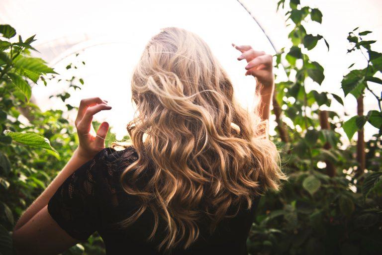 Les meilleures huiles végétales selon votre type de cheveux