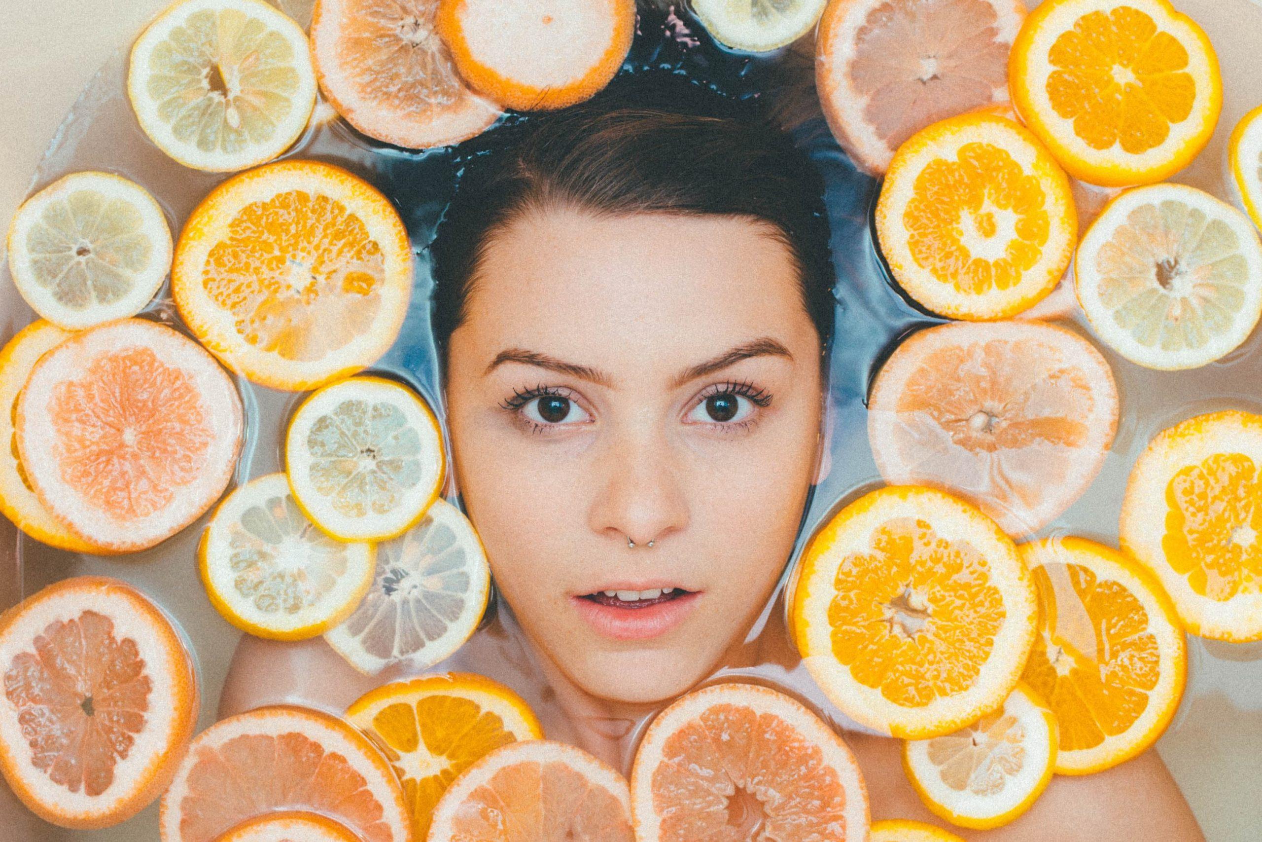 """Vitamine C : les """"Do"""" et les """"Don't"""" pour l'intégrer dans sa routine beauté"""