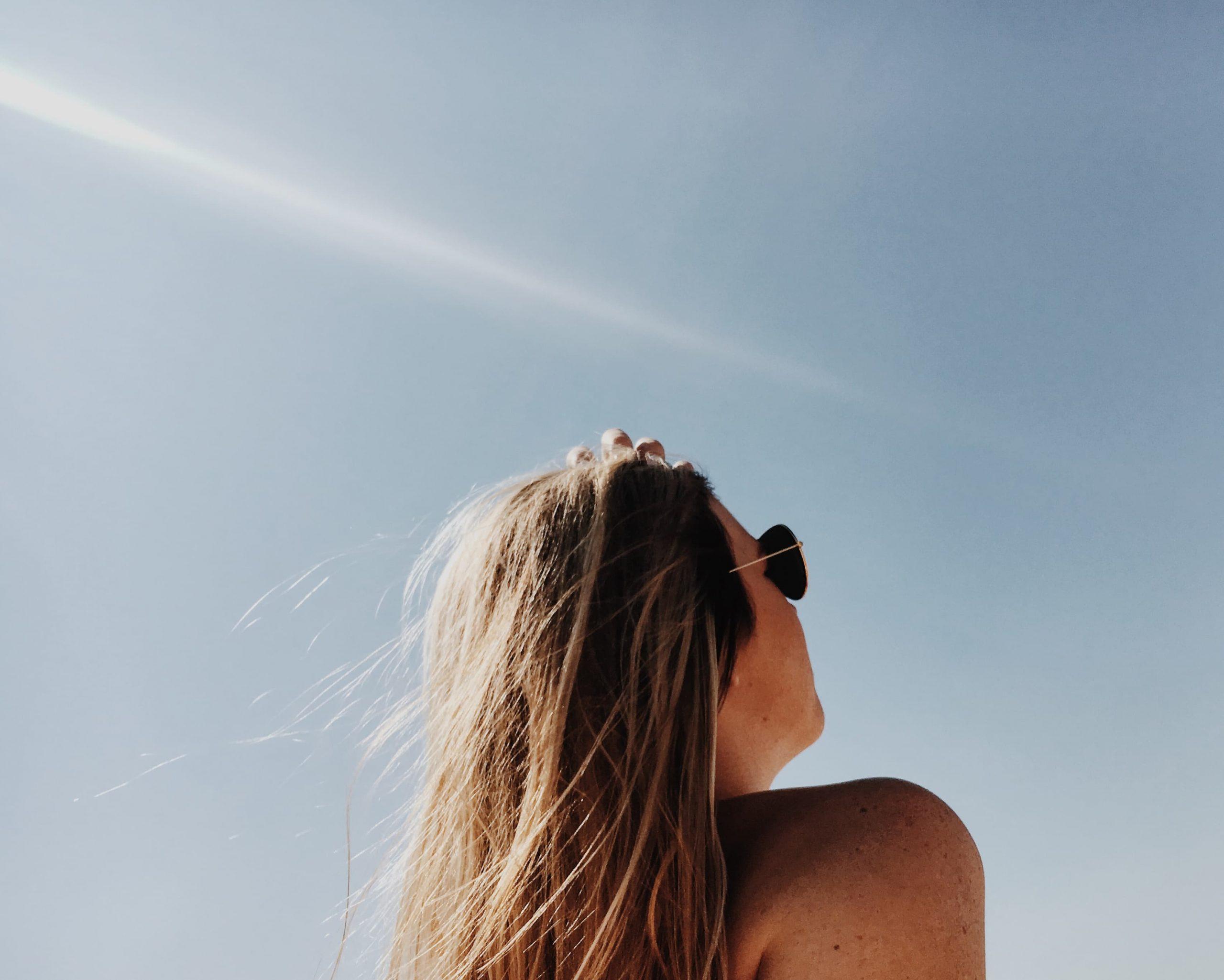 Maquillage : les do et don't pour un makeup on fleek à la plage