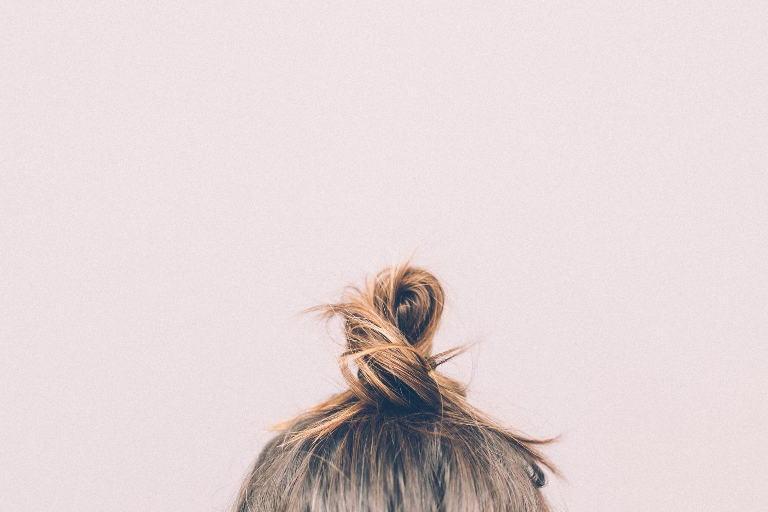 Pourquoi mes cheveux sont tout le temps gras ? Et comment y remédier ?
